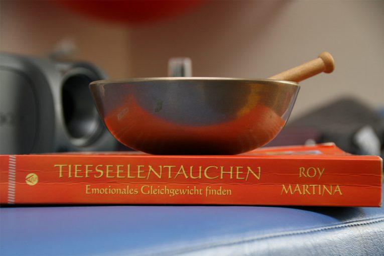omega-healing-book-cover-und-klangschale
